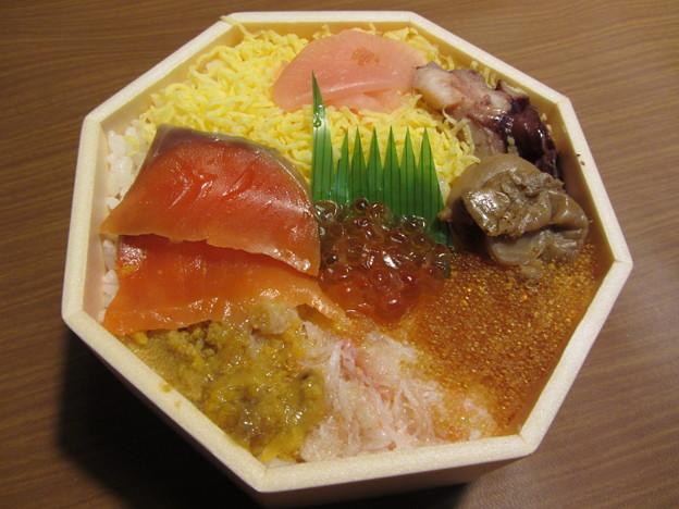札幌バルナバフーズ「海鮮七福弁当」
