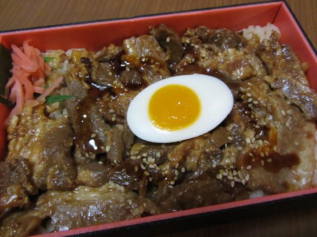 松栄軒「指宿名物 黒豚丼」