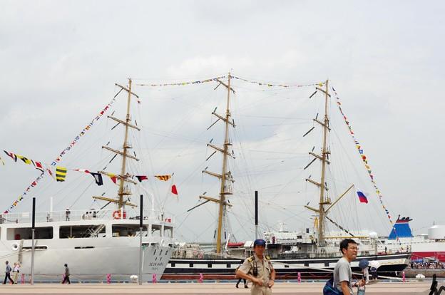 神戸開港150周年記念*向こう岸の外国船