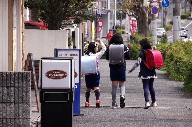 写真: 三人遊び