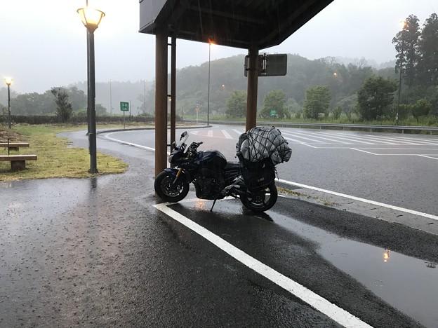 鳥海山は濃霧で楽しめず 山降りたら秋田市まで雨! 雨宿り中