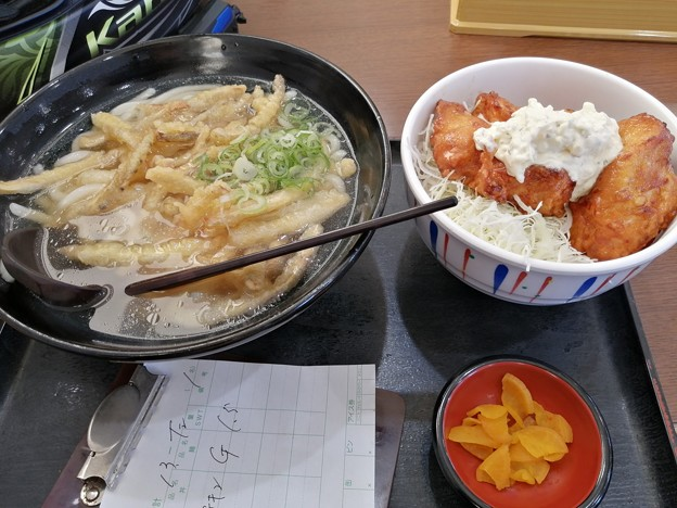 Photos: ごぼ天うどん と チキン南蛮セット
