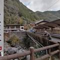 Photos: 高知 中津渓谷で橋の上で写真撮る二人