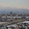 写真: 北陸新幹線と立山と富山