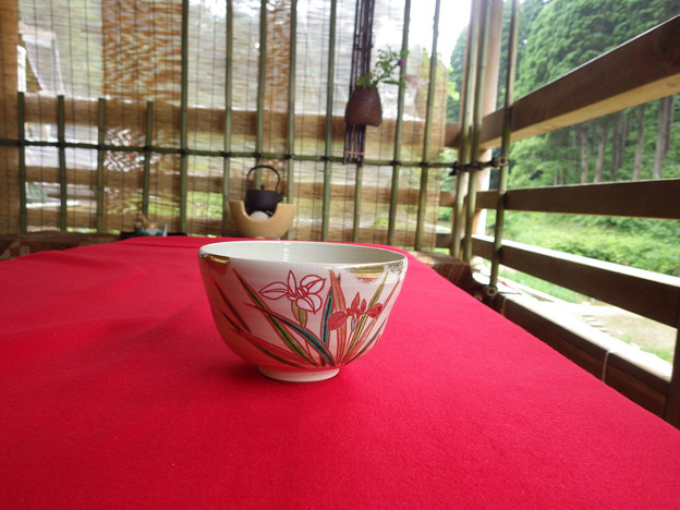 たまたま、花しょうぶ柄の茶碗