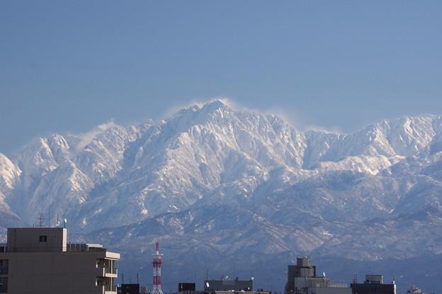 Photos: 快晴、雪煙舞う剱岳