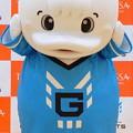 Photos: 契約を前に、不安な表情を見せる・・グルーガ