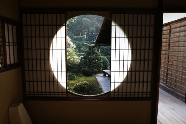 雪舟寺丸窓のある座敷