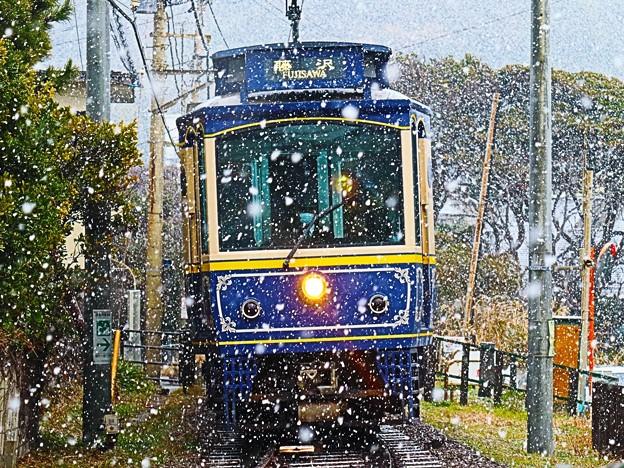 降雪の中の電車