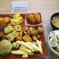 写真: 食べ放題一皿目