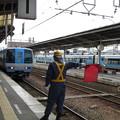 写真: 松山駅に到着するTSE