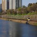 Photos: 外濠沿いを走る黄色い電車