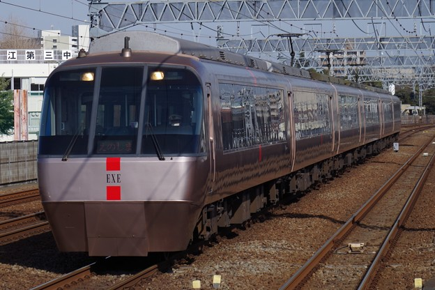 和泉多摩川駅を通過するEXE