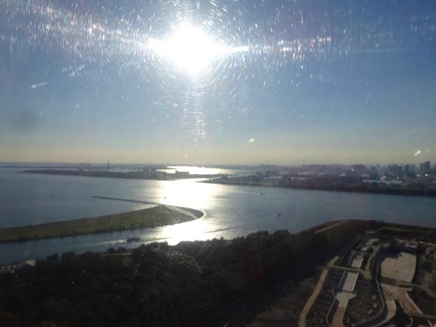 海を照らす太陽(観覧車内から)