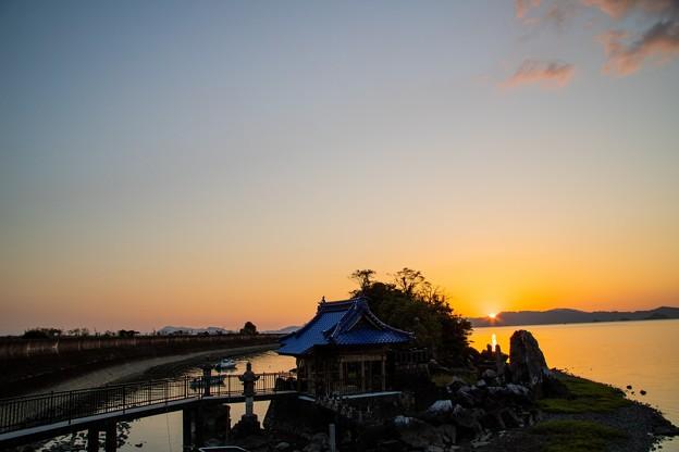 Photos: 龍神社の日の入り