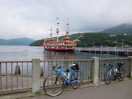 元箱根港と海賊船