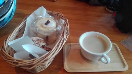 Iシナモンロールパンとグランベリーとホワイトチョコのパン