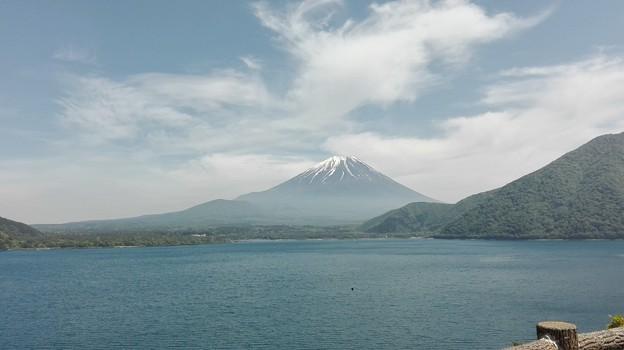 写真: 本栖湖からの富士山