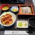 写真: 昼食 そばとかつ丼