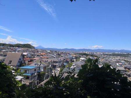 南平の住宅街から富士山