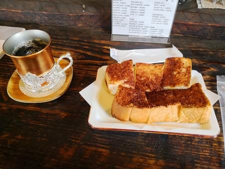 アイスマンダリンコーヒーとシナモントースト(仏果堂)