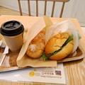 写真: 揚げパンシュガーとモーニングドック