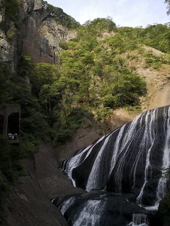 4段目 袋田の滝と絶壁と展望台