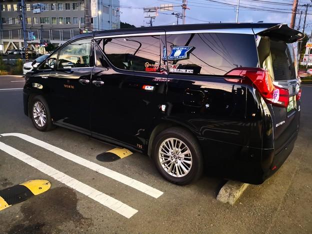 黒塗りワゴンタクシー