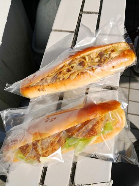焼きそばパンとメンチカツパン@丸十ベーカリー