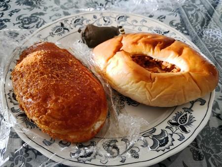 カレーパンとミートパン