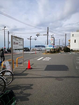 江ノ島を見る