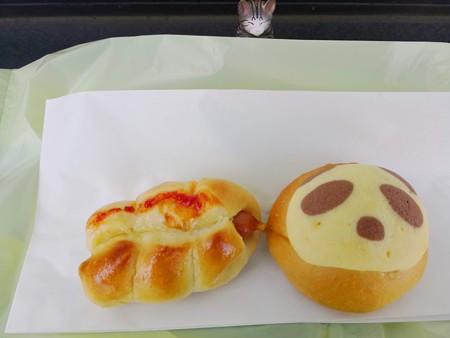 ウインナーパンとミニメロンパン@TOWA BAKERY