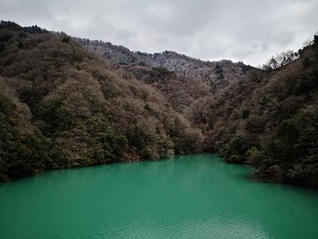 宮ケ瀬に高取山を望む