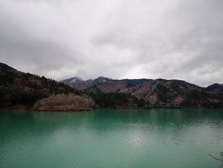 大棚沢公園から望む宮ケ瀬湖寒い。