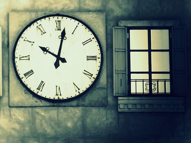 10時2分の窓