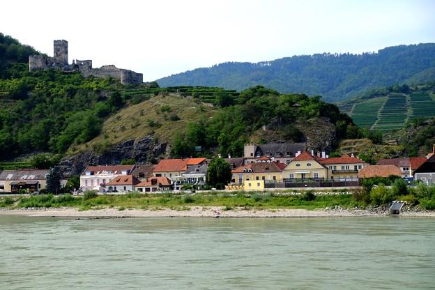 古城と葡萄畑-Donau, Austria