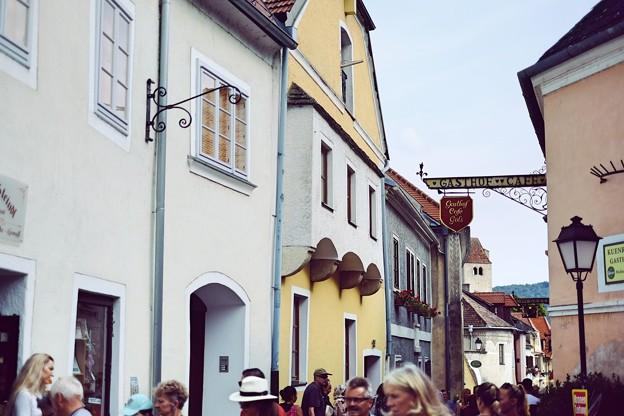 多くの観光客-Dürnstein, Austria