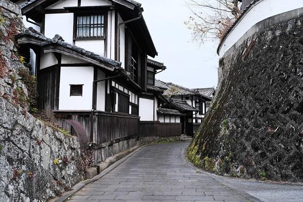 歴史を感じる道-大分県臼杵市:二王座