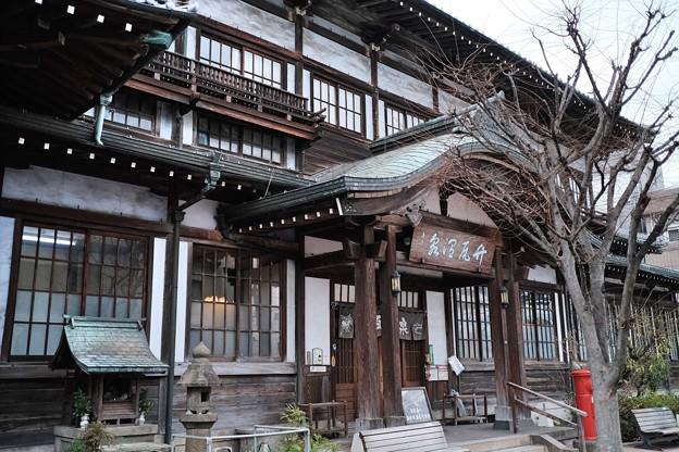 歴史ある温泉施設へ-大分県別府市:竹瓦温泉
