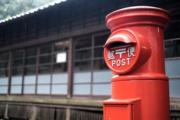 丸型郵便ポスト-宮崎県綾町:綾陽校記念館