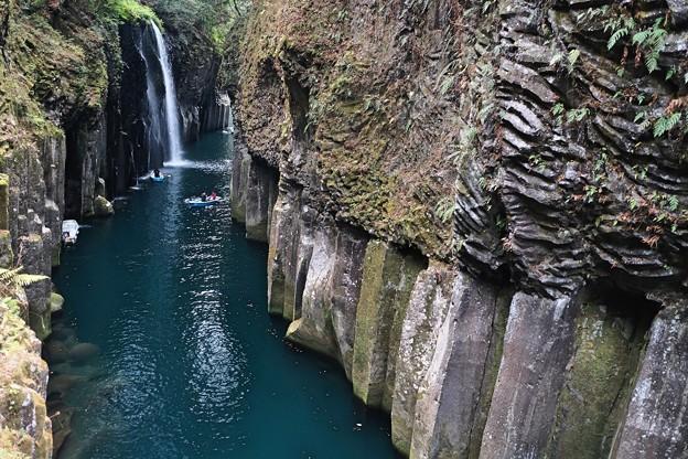観光客の多さ-宮崎県高千穂町:高千穂峡