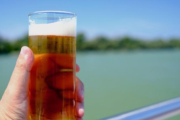 船上で飲むビール-Budapest, Hungary