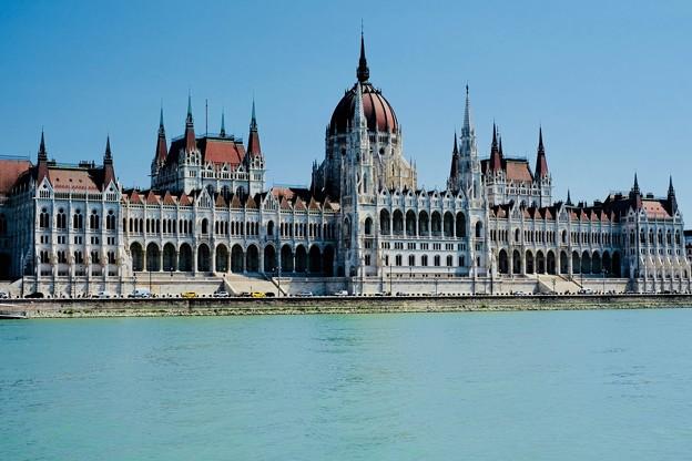 ドナウ川から見る国会議事堂-Budapest, Hungary