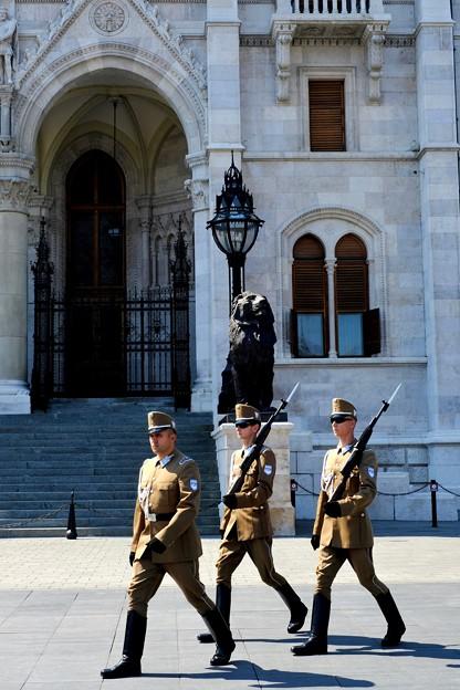 国会議事堂の見学へ-Budapest, Hungary