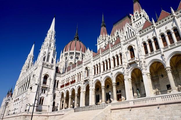 青空に映えて-Budapest, Hungary