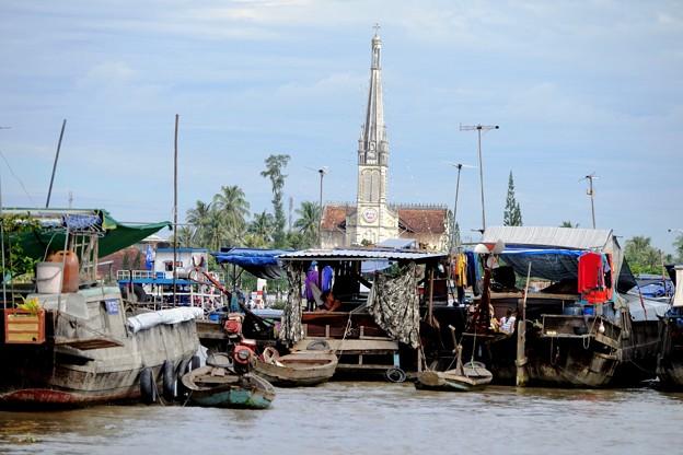 メコン川と教会-Cai Be, Viet Nam