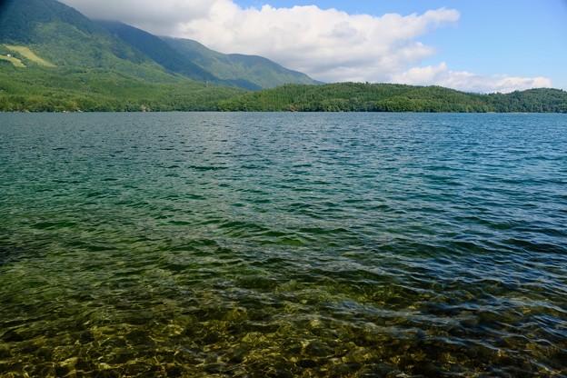 静かに佇む湖-長野県大町市:青木湖