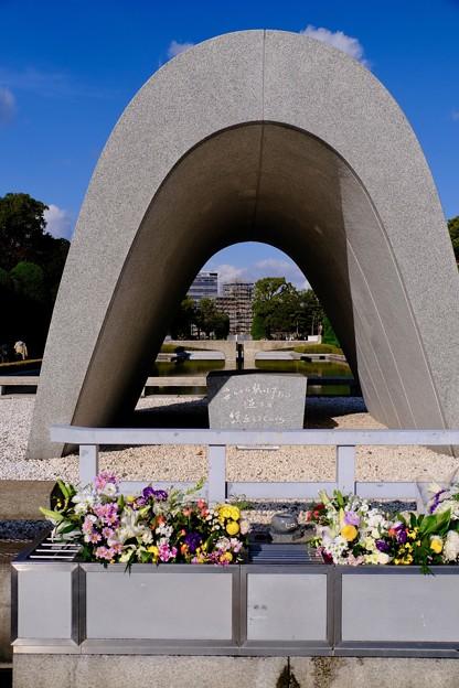 大きな不安-広島市中区:広島平和記念公園