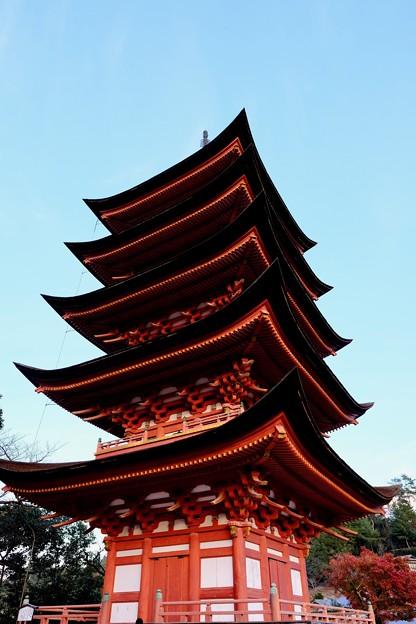 夕日を浴びる五重塔-広島県廿日市市:厳島神社