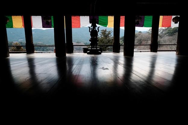 磨き抜かれた板張り-奈良県桜井市:長谷寺